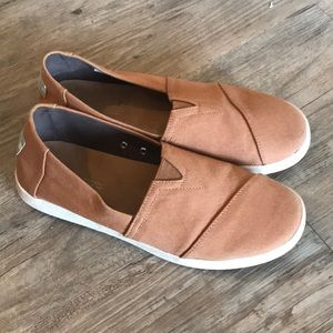 Toms Avalon slip on sneakers